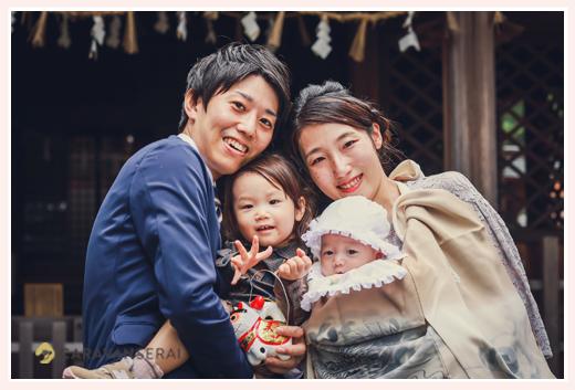お宮参り 家族の集合写真 笑顔