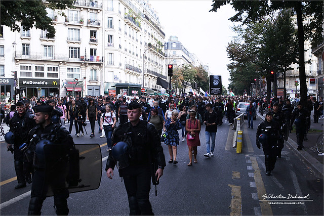 Manifestation contre le pass Sanitaire et l'obligation Vaccinale → Acte 12 à Paris le 25 septembre 2021 IMG210925_004_©2021 | Fichier Flickr 1000x667Px Fichier d'impression 5610x3740Px-300dpi