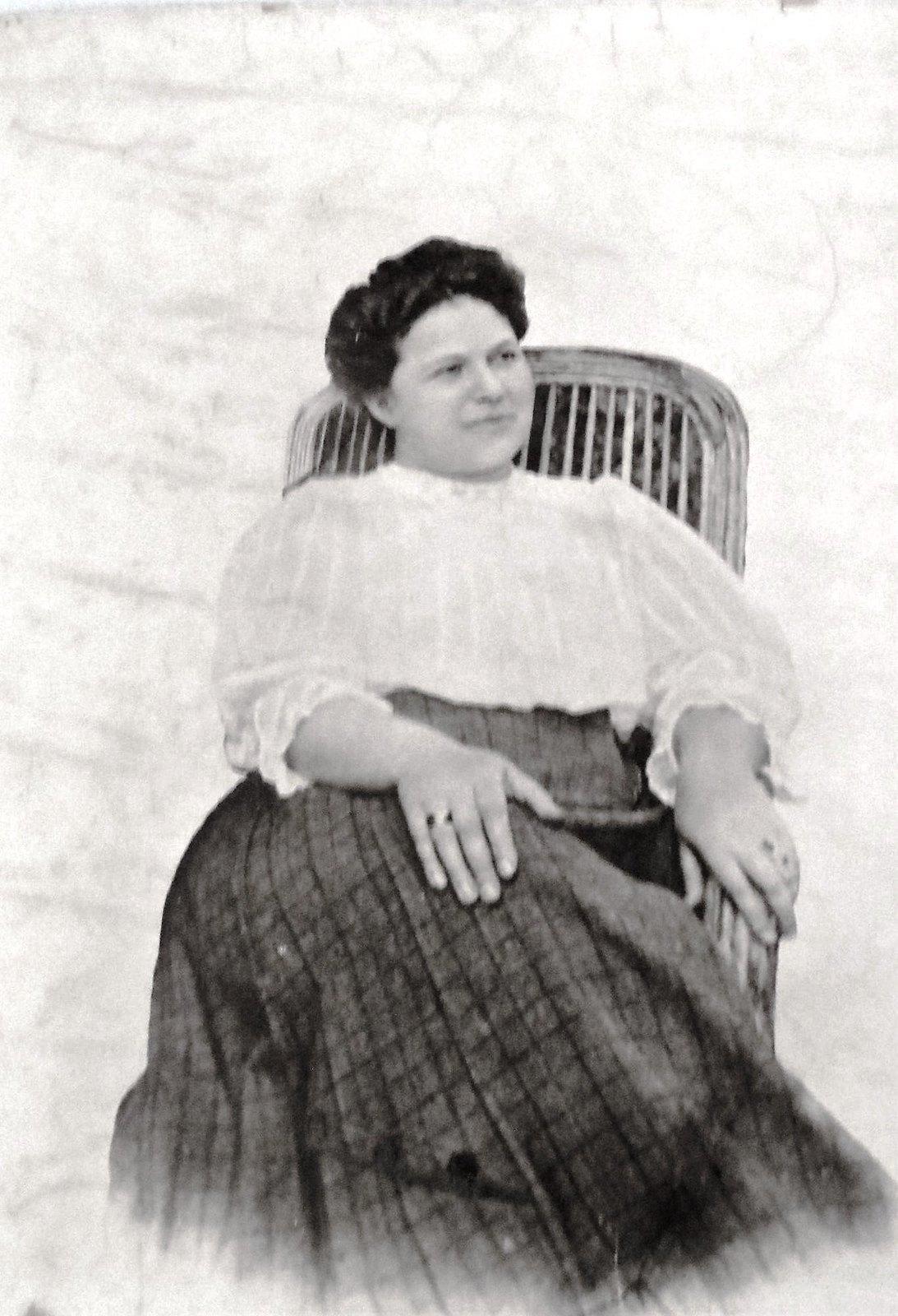 22. 1905. Мария Ивановна Благова (Сытина).Старшая дочь Ивана Дмитриевича, жена Ф.И.Благова. Умерла в 29 лет, оставив троих детей