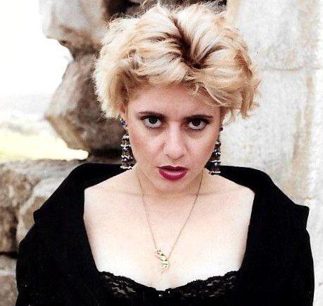 האומנית המודרנית צילום דיוקן עצמי צילומי דיוקנאות עצמיים אמנית יוצרת זמרת משוררת ישראלית ענת אנגל