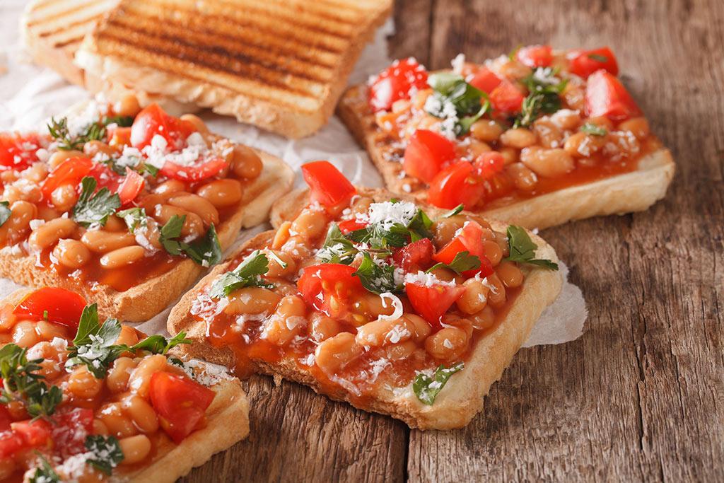 Baked-Beans-Tomato-Toasties