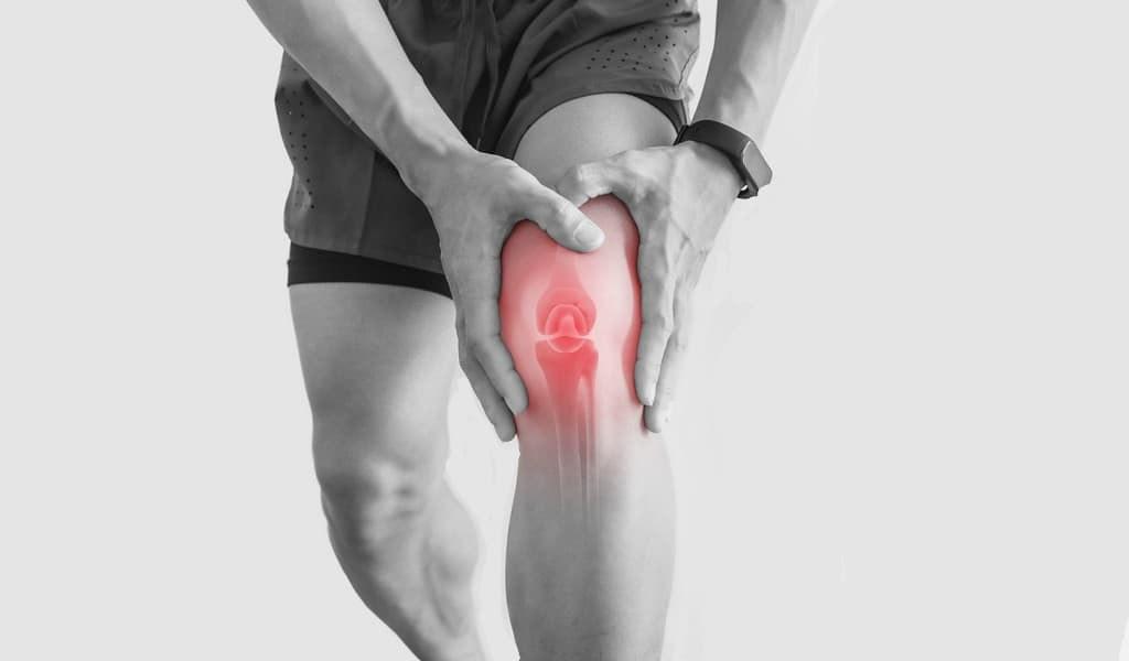 les-genoux-arthritiques-sont-réparés-grâce-à-un-fluide-synthétique