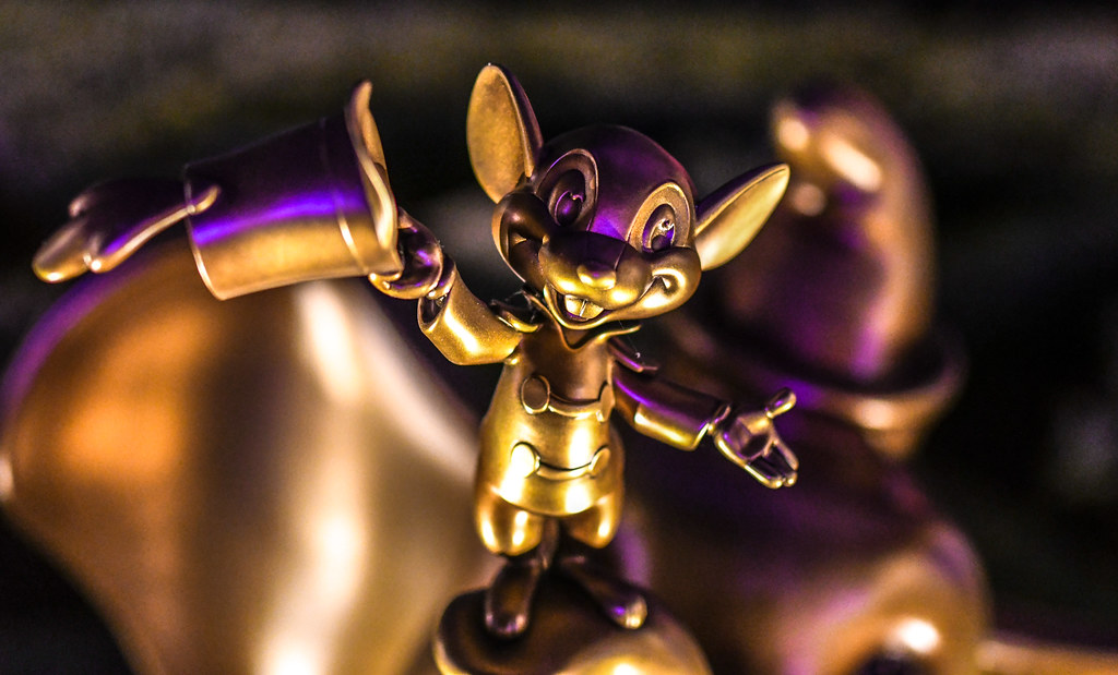 Timothy Mouse Dumbo gold statue MK