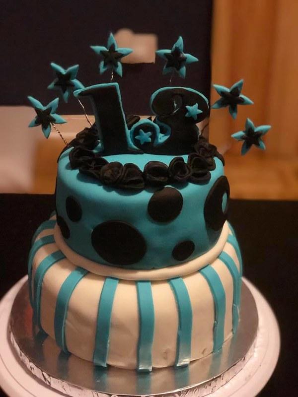 Cake by Kakes Bakes