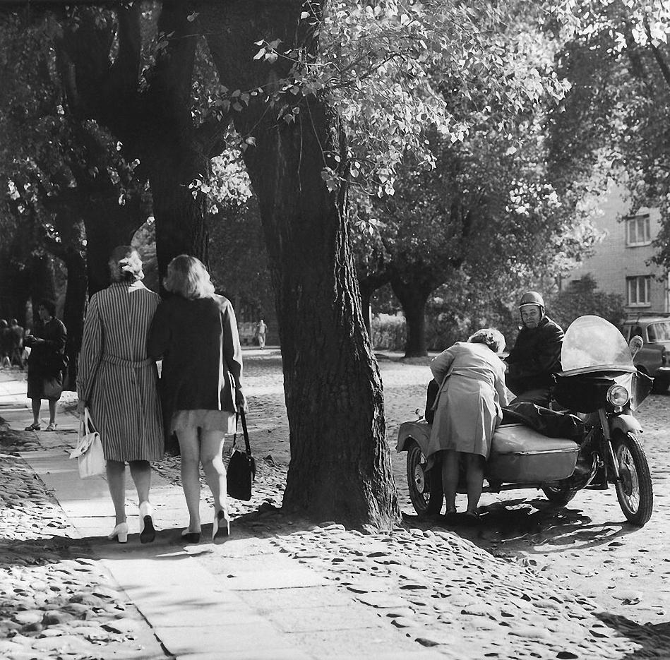 1963. Вильнюс. «Собираясь в дорогу на мотоцикле»
