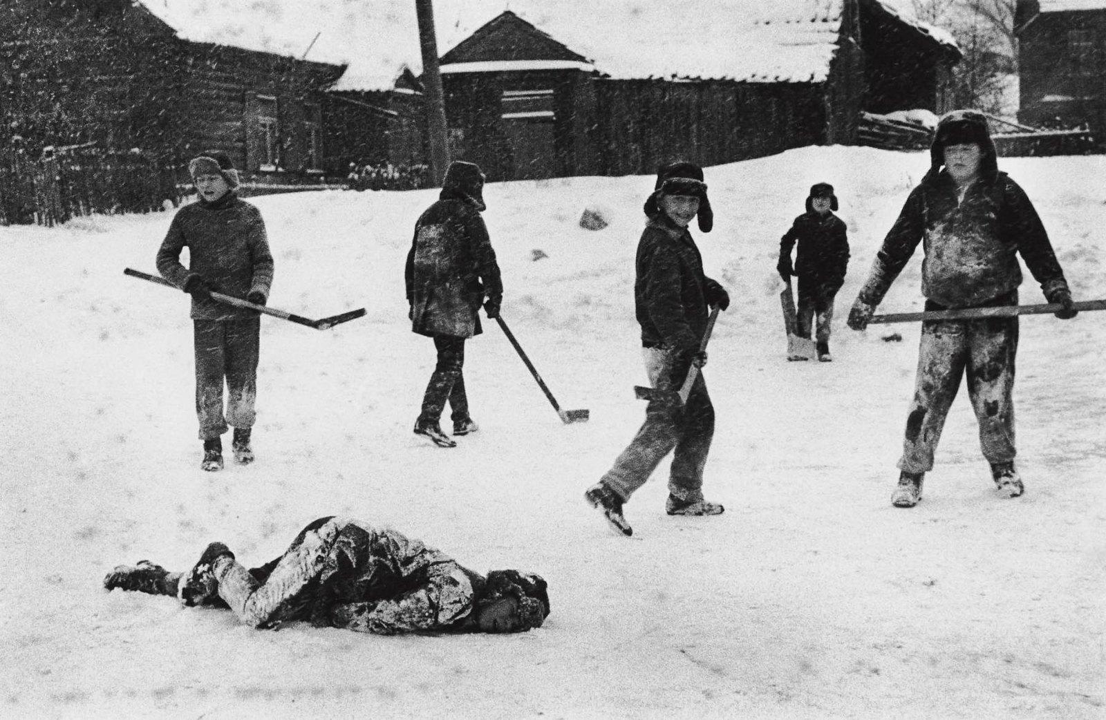 1963. Вильнюс. Хоккей на заднем дворе