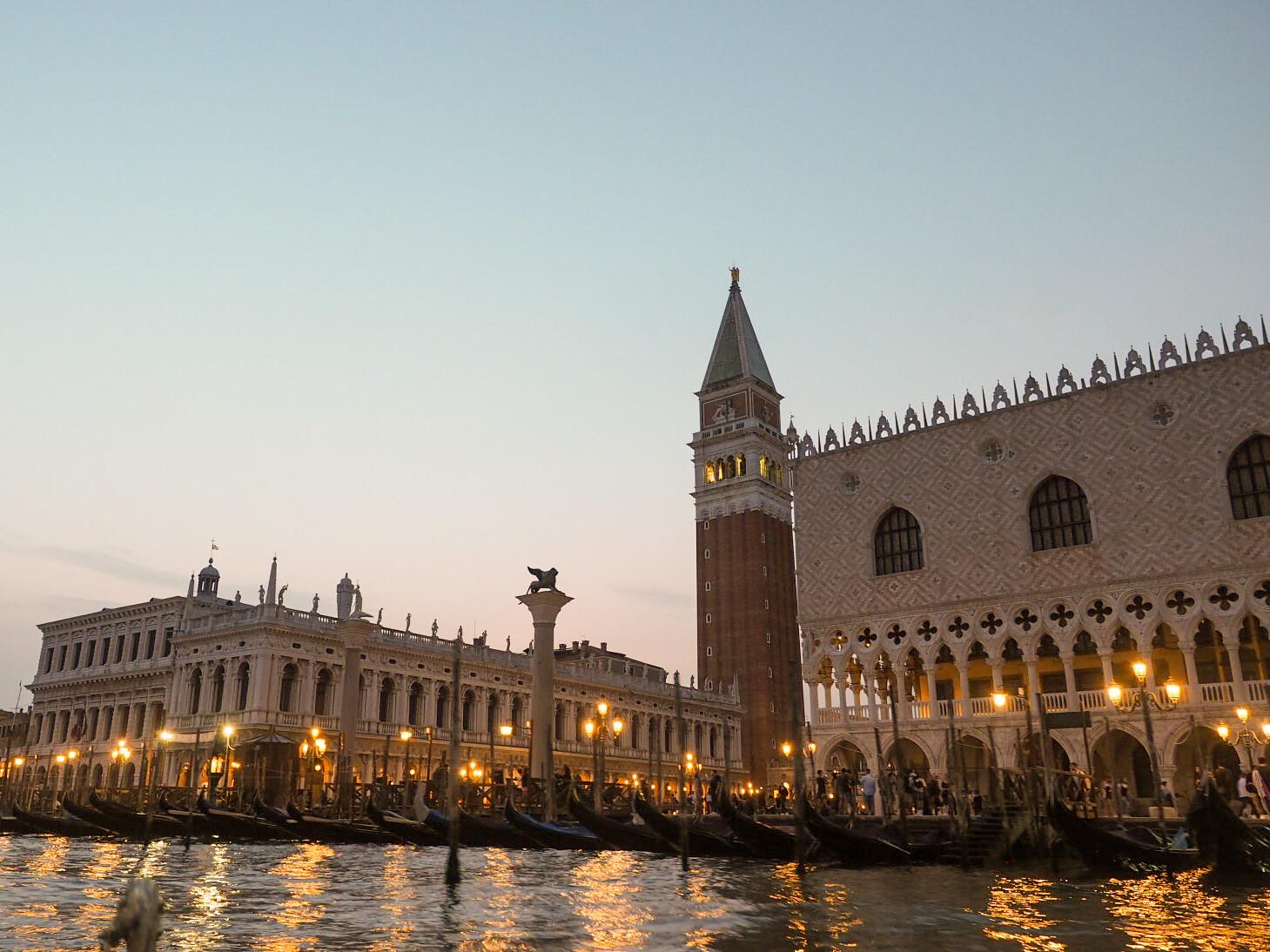Venetsia illalla