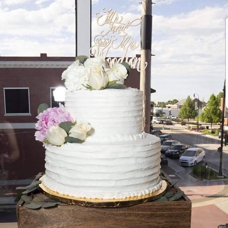 Cake by Sweet Breeze Kupcakes