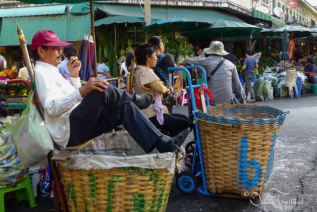 Time for rest - Flowers market - Bangkok - Thailand