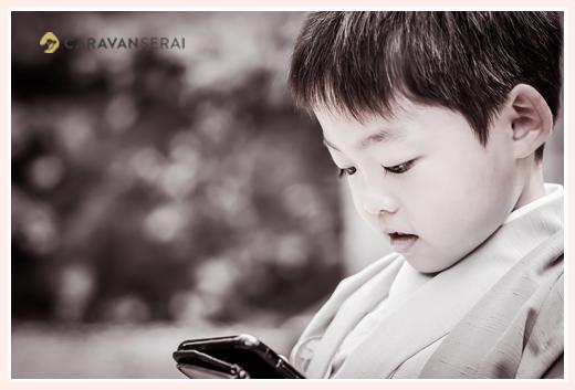 七五三 男の子の横顔 モノクロ写真