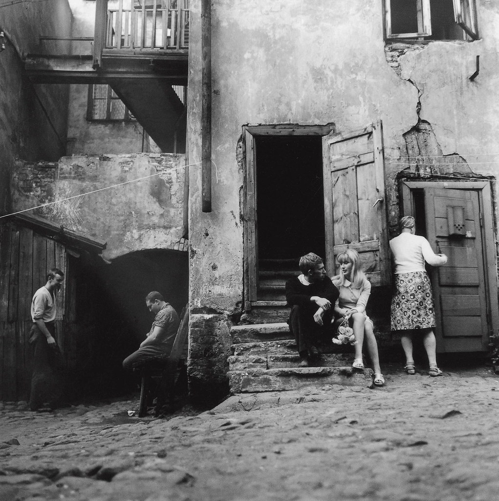 1966. Двор. Свидание