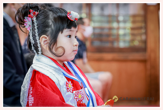 七五三 ご祈禱を受ける女の子 3才