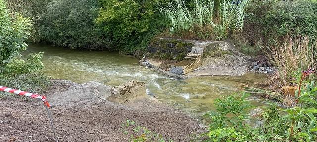 Presa txiki biren eraisketa Orduñan - Demolición de dos pequeñas presas en Orduña