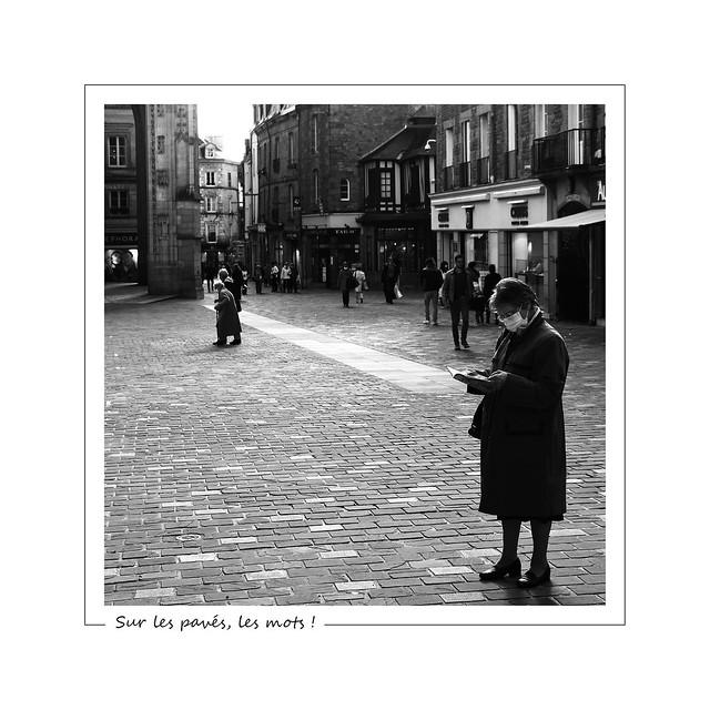 On the pavement, books ! / Sur les pavés, les mots!