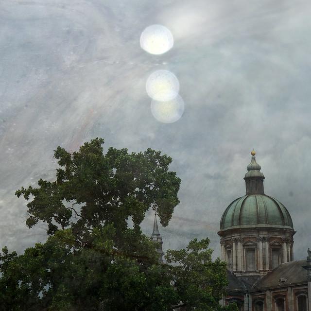Namur au ciel étrange