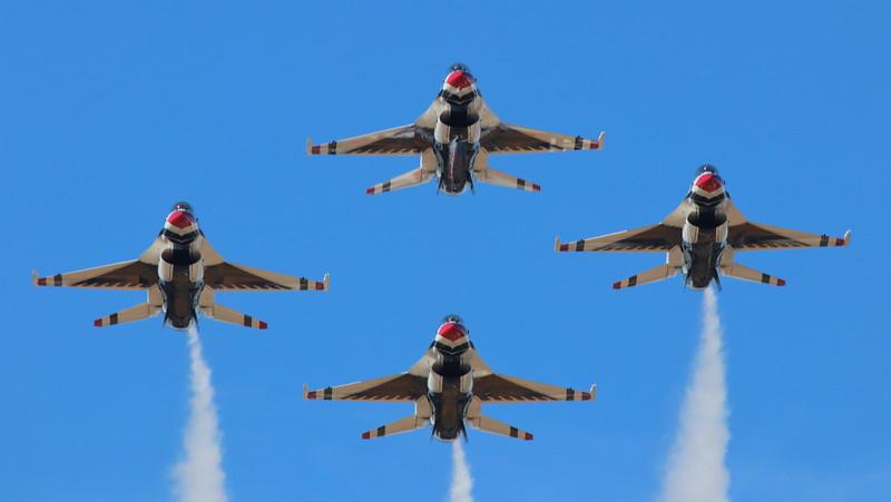 IMG_5556 USAF Thunderbirds, California Capital Airshow