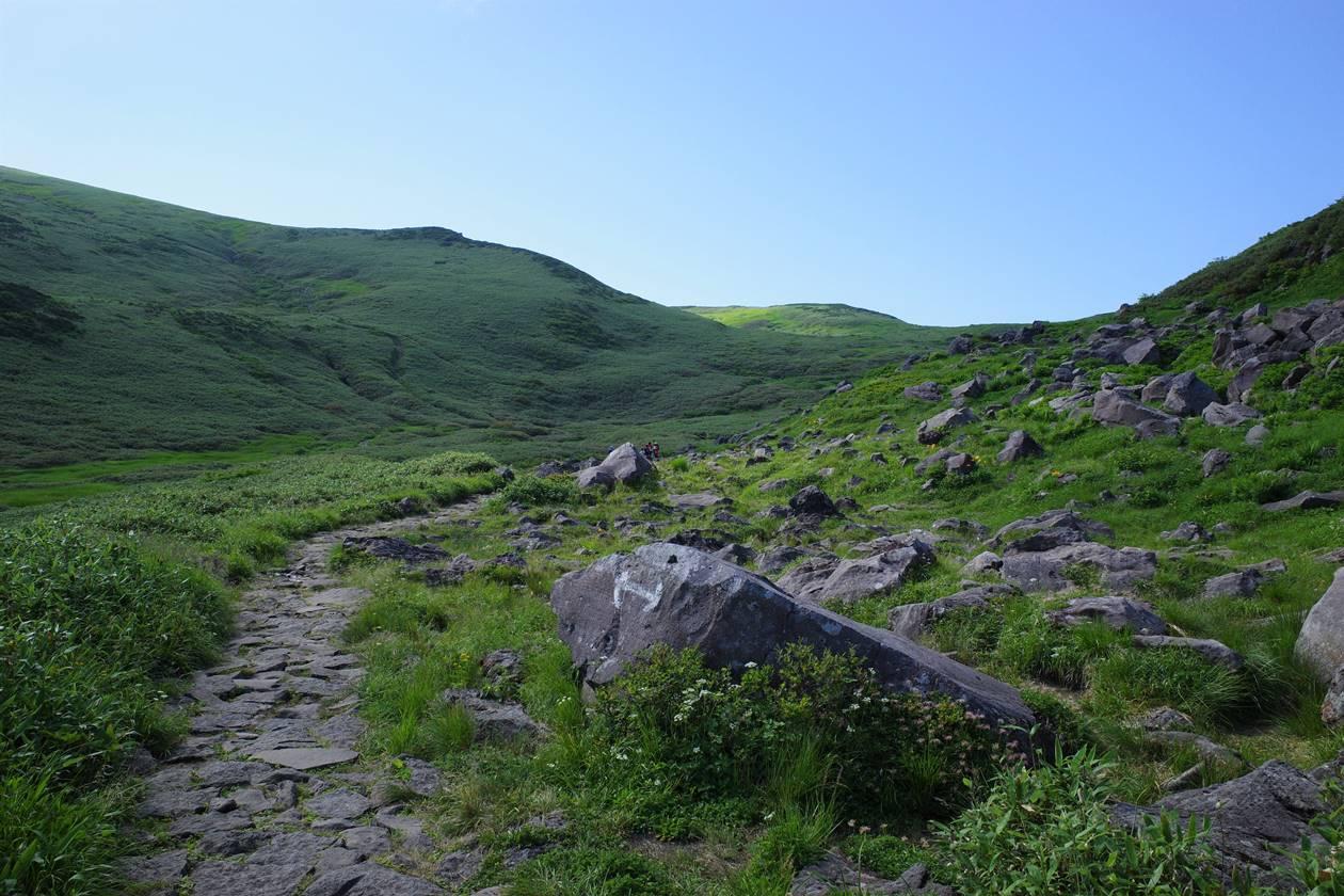 鳥海山・穏やかな稜線風景
