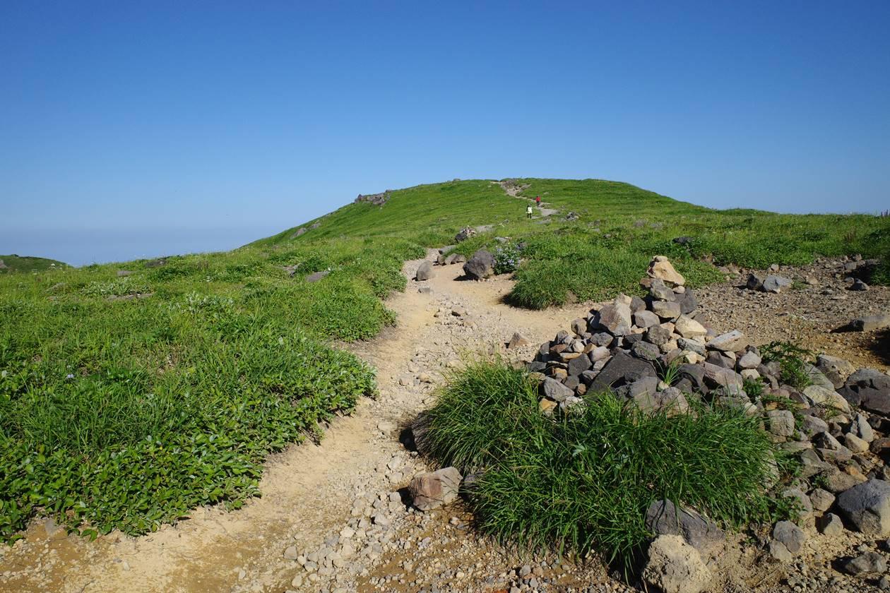 鳥海山の穏やかな稜線ハイク