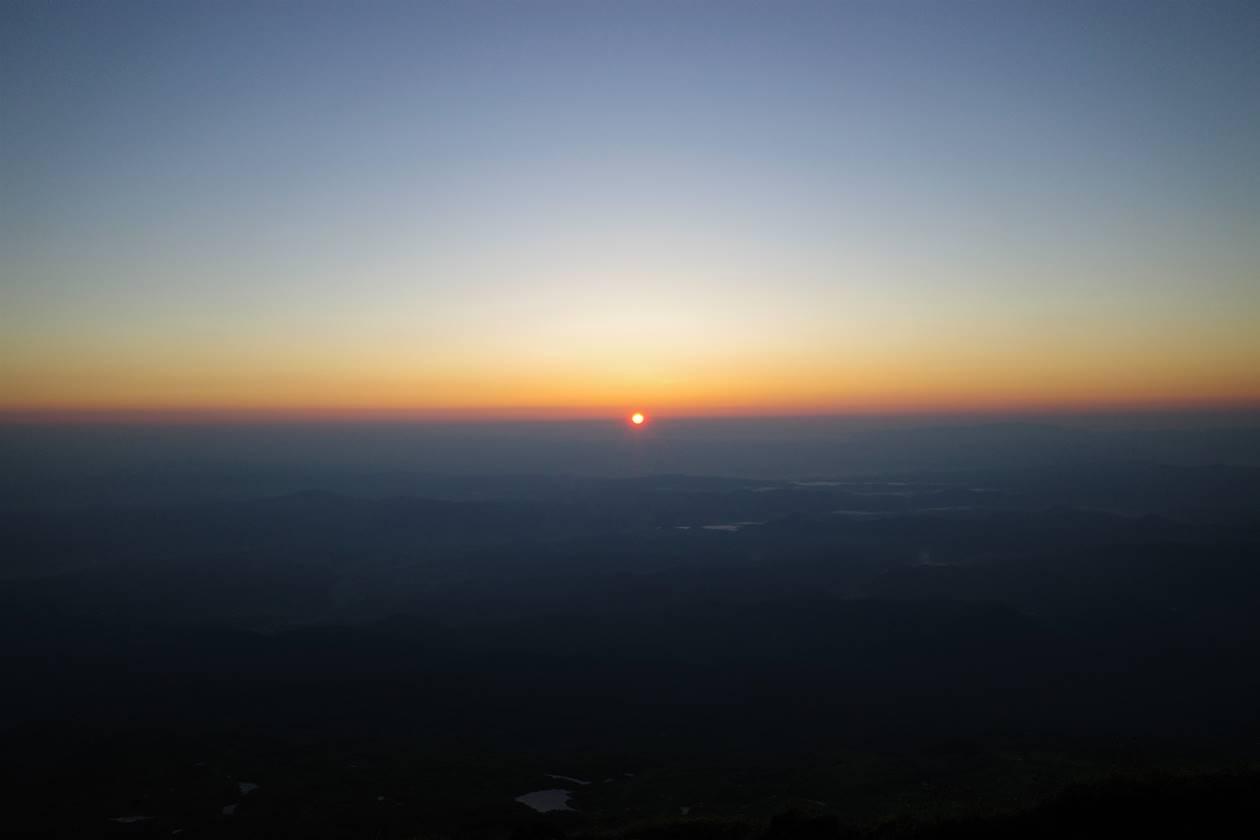 鳥海山から眺めるご来光