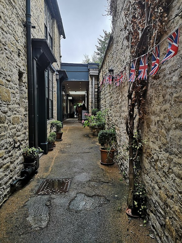cotswolds burford alley