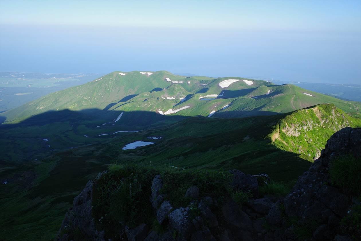 鳥海山からの海の展望