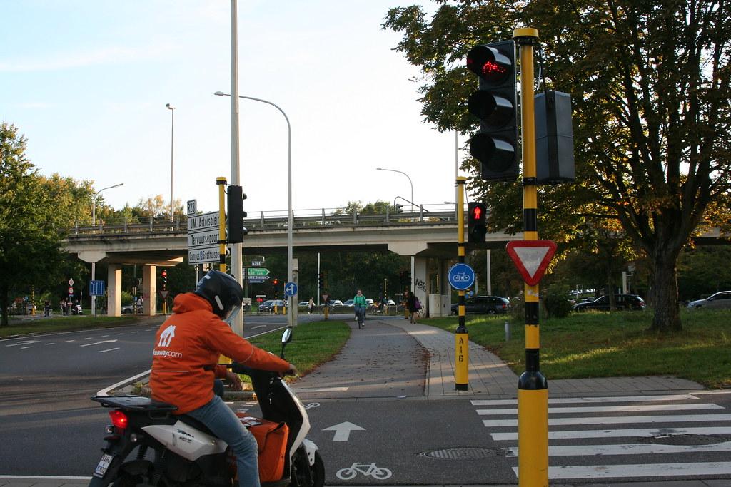 Carril bici compartido con ciclomotores
