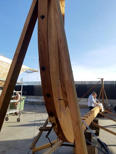 Revisant la caixa d'orsa sobre la quilla, enginyer i astiller