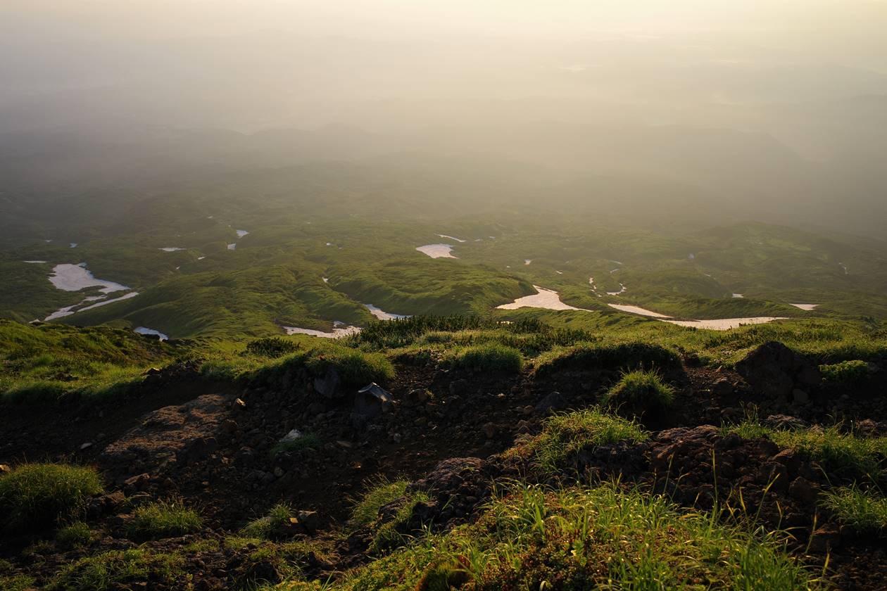 朝日に染まる鳥海山