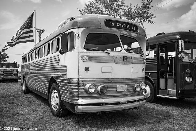 GM 1946 Bus