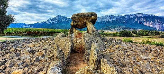 Dolmen de la Hechicera. El Villar.  Rioja Alavesa. Explore 9-10-2021