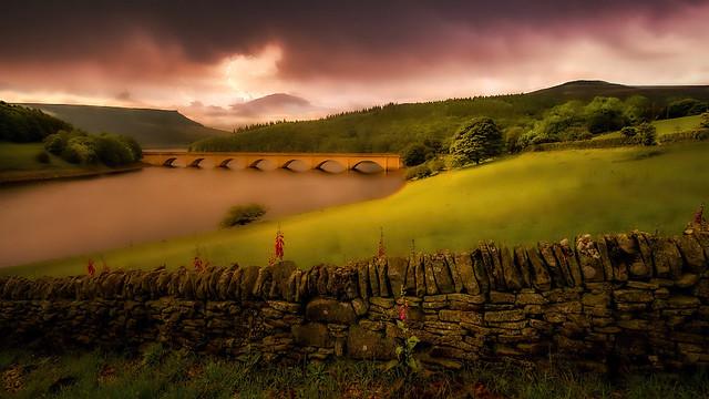 Ladybower Reservoir, Dervent Valley, Darbyshire, England