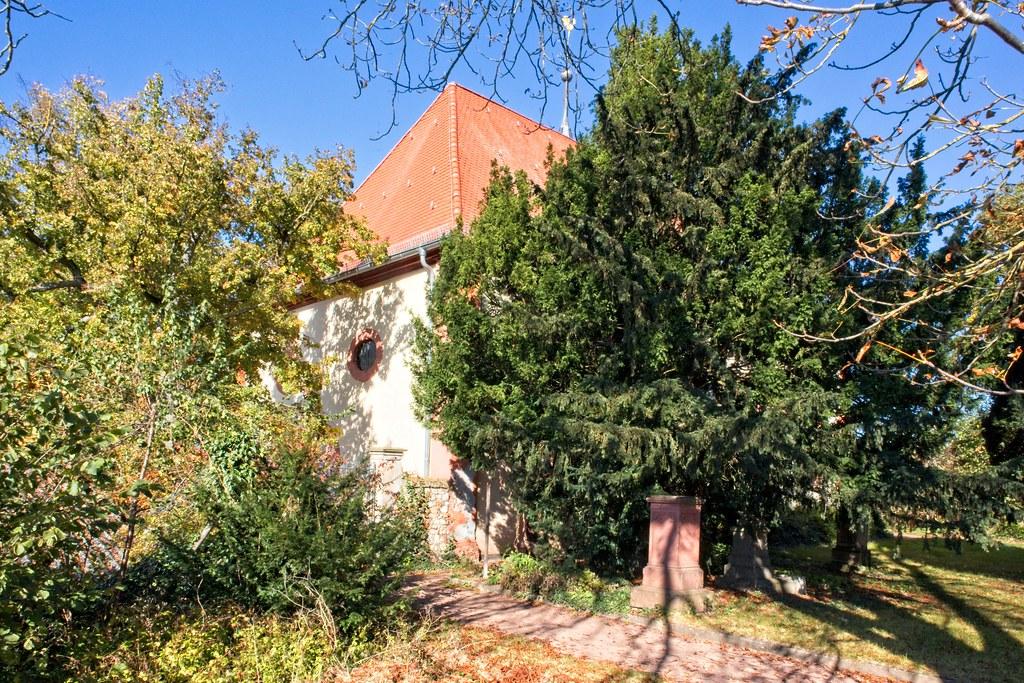 Herbst - Alter Friedhof und evangelische Kirche Selzen
