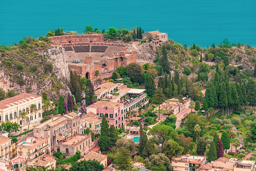 Taormina from the castle By Solomonn Levi - Own work, CC BY-SA 4.0, https://commons.wikimedia.org/w/index.php?curid=94062292