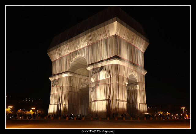 2021.09.24 Arc de Triomphe by Christo by night 1