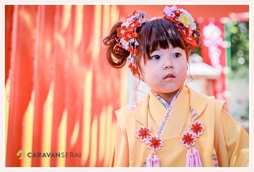 七五三 3歳の女の子 衣装は薄オレンジのお着物