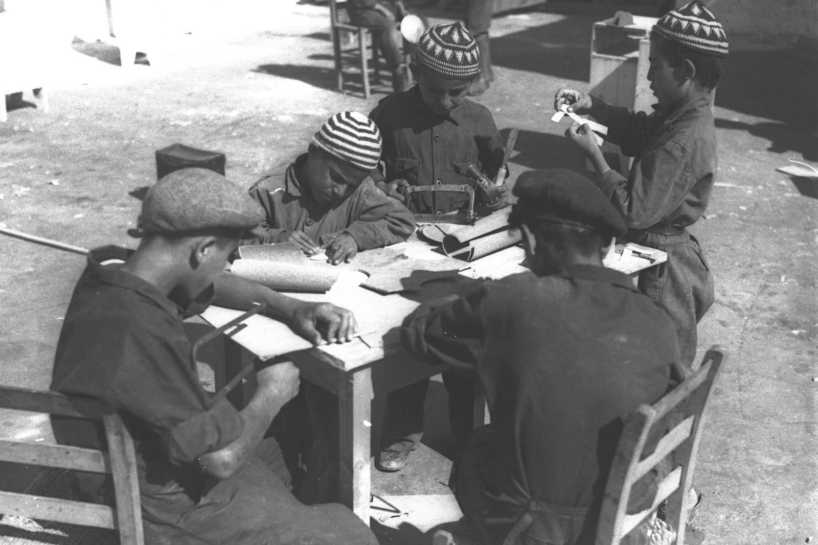 05. 1935. Кружок для мальчиков из малообеспеченных семей, созданный муниципалитетом Тель-Авива