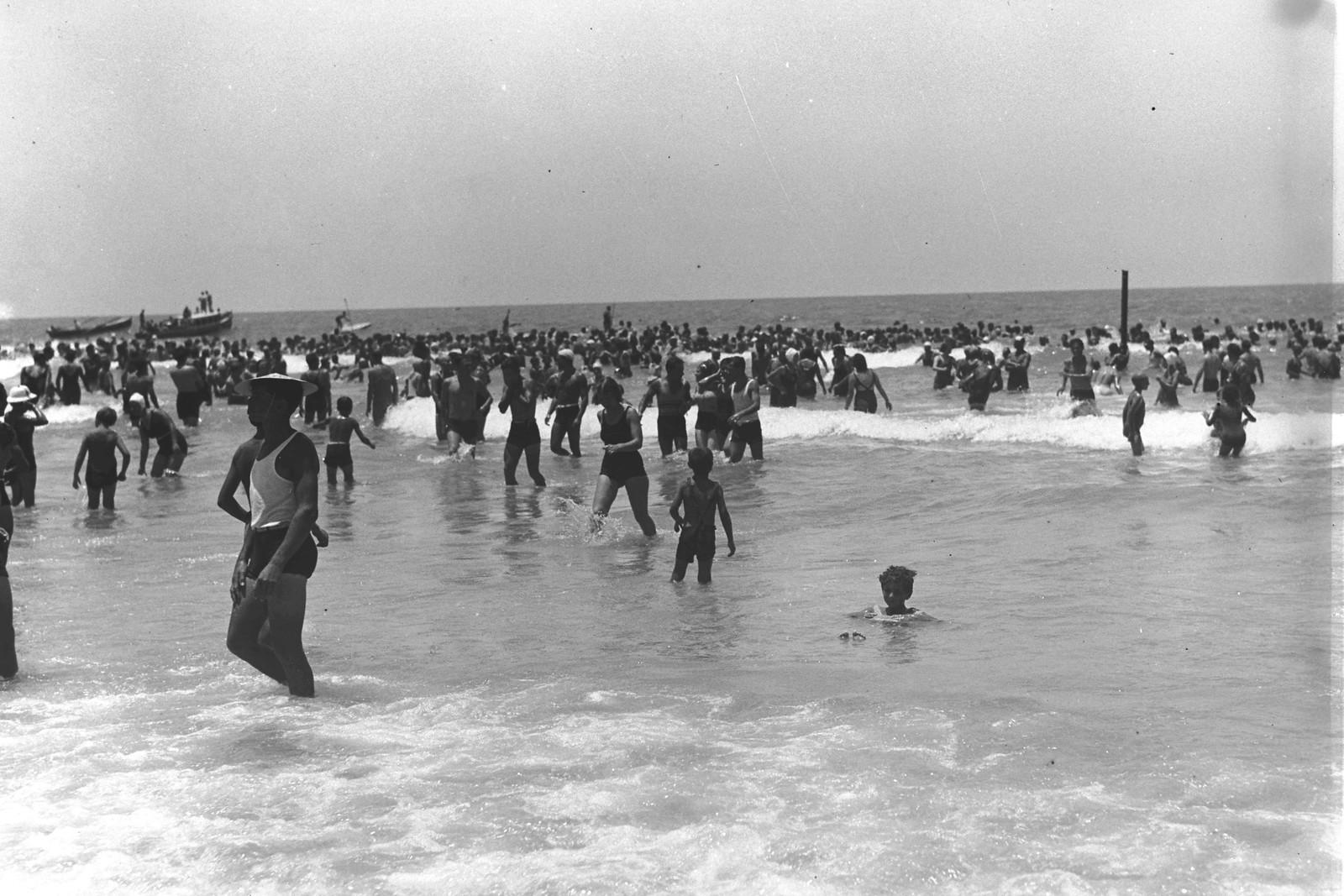 02.1934. Купание на пляже