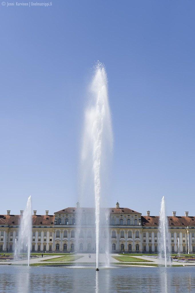 Suihkulähteitä Neues Schloss Schleissheimin edustalla