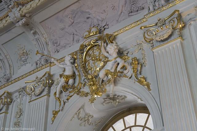 Koristepatsas Neues Schlossin katonrajassa