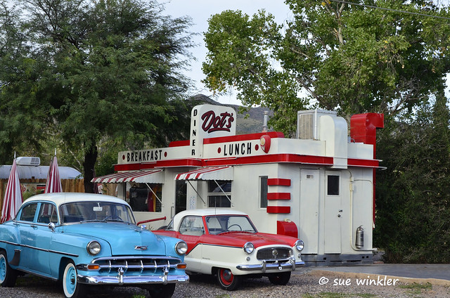 50s diner with cars
