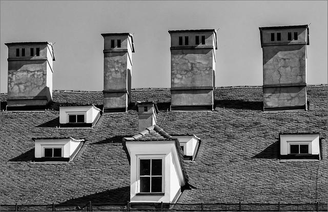 Dachfenster und Kamine, Graz  / Roof windows and chimneys