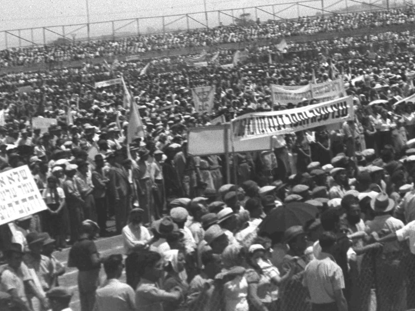 18. 1939. Массовый митинг против «Белой книги» на стадионе Тель-Авива
