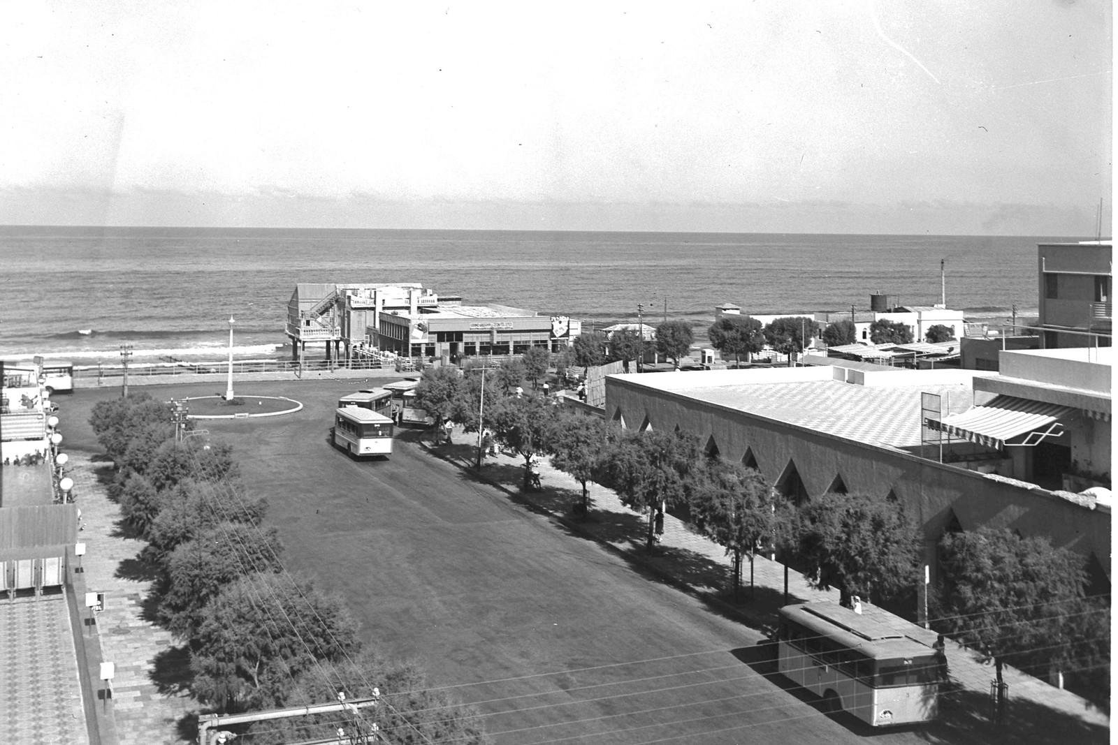 12. 1938. Улица Алленби и море