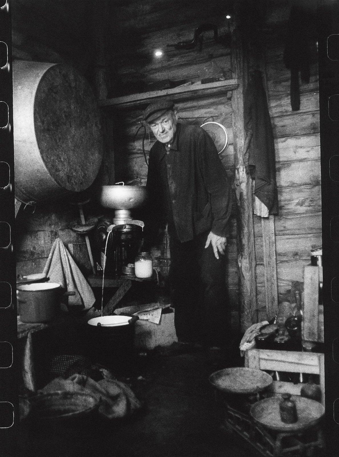 1970. Мой дедушка на кухне