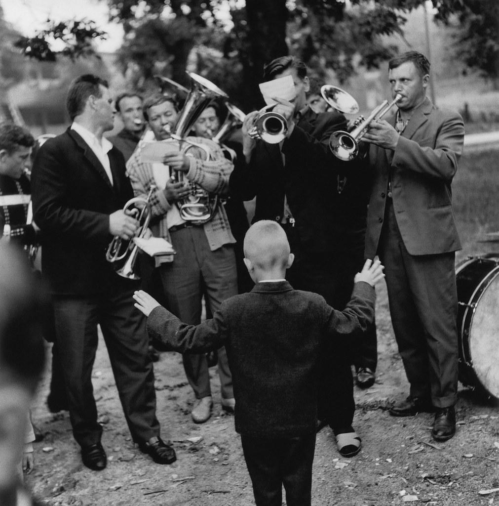 1970. Молодой дирижер оркестра. Нида