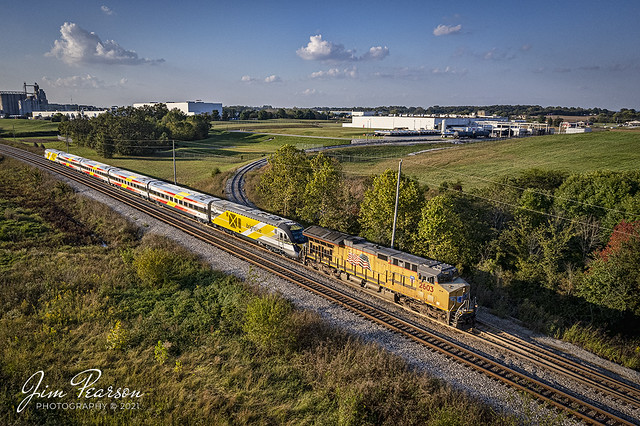 CSX W989 SB with Brightline trainset at Casky, Hopkinsivlle, KY
