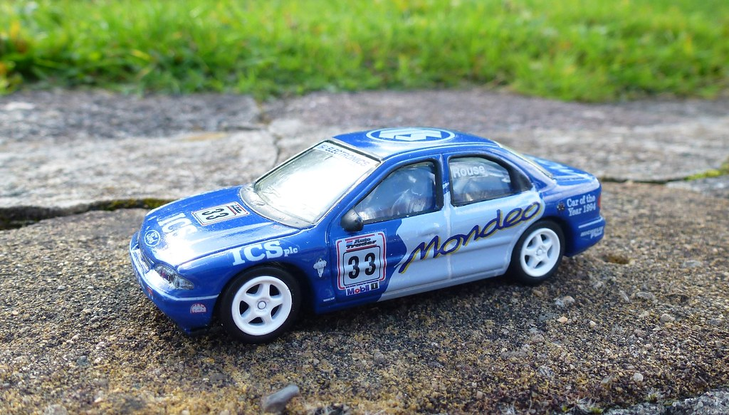 1/64 Ford Mondeo