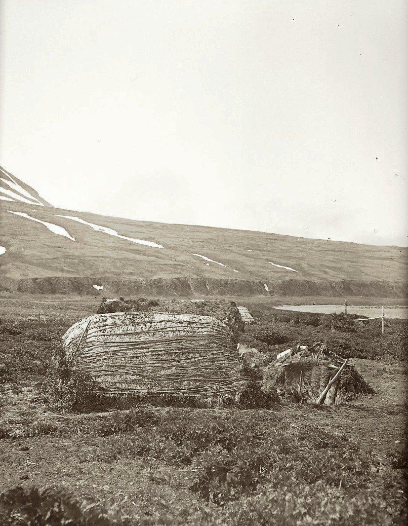 1909. 21 июня. Кладовая в селении в бухте Чичагова. Атту остров