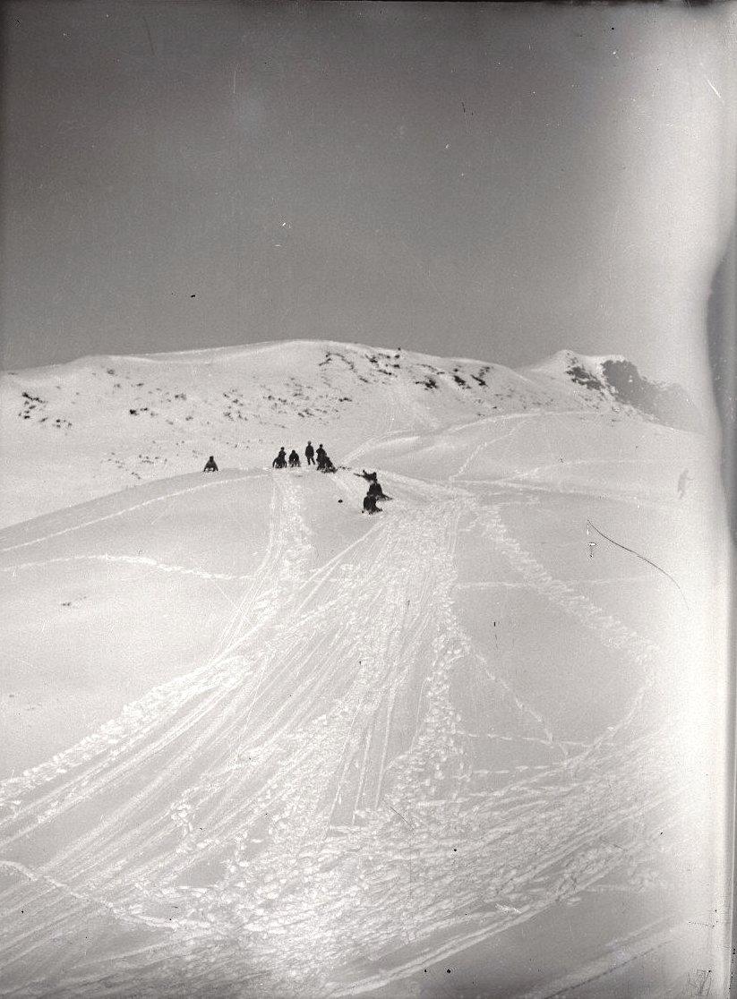 1909. 6 марта. Катание с горы. Андреяновские острова, Атка остров.