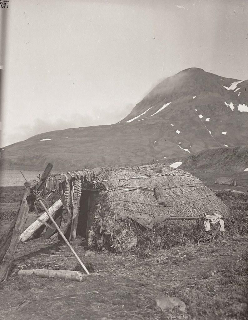 1909. Кладовка для хранения продовольственных запасов.  Атту остров.